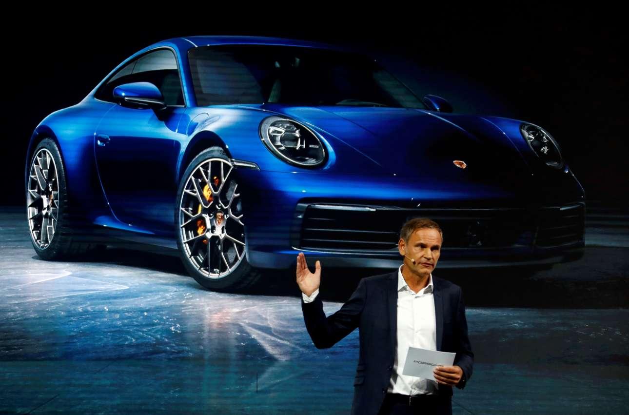 Ο διευθύνων σύμβουλος της Porsche AG Ολιβερ Μπλουμ ήταν εκεί για να παρουσιάσει τα νέα μοντέλα της γερμανικής τεχνολογίας