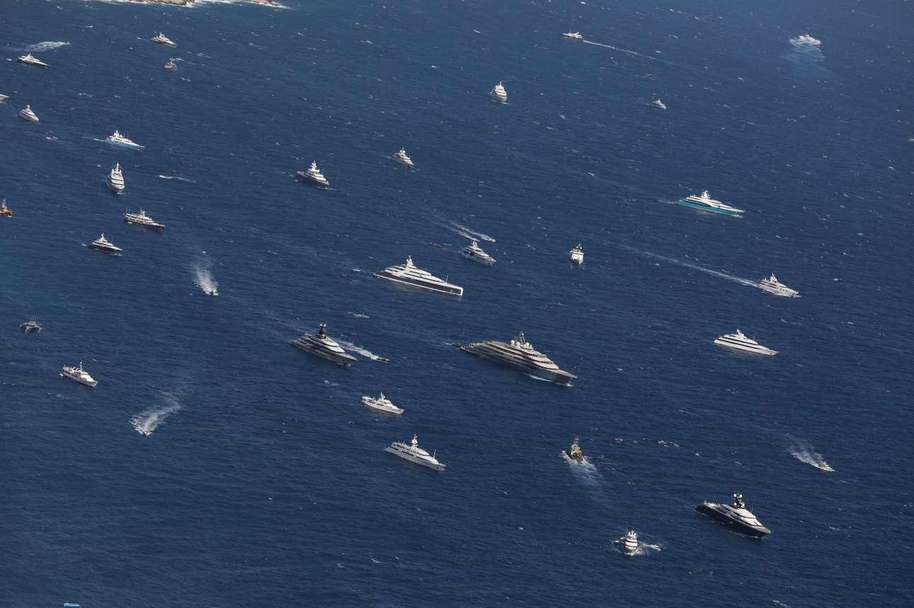 Πολυτελή σκάφη οργώνουν τη θάλασσα κατά την έκθεση των νέας γενιάς γιοτ που διεξήχθη στο Μονακό