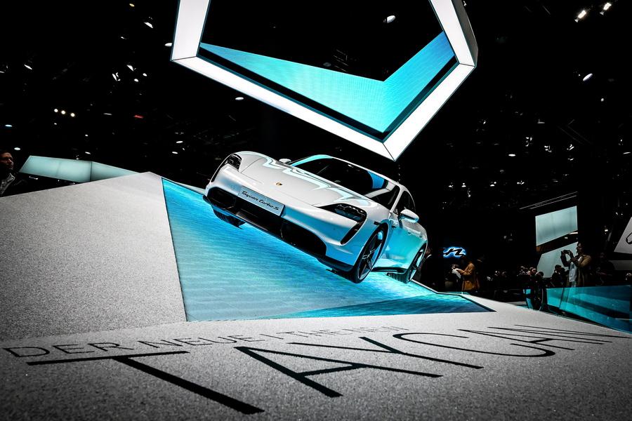 H εντυπωσιακή Porsche Taycan. Το πρώτο ηλεκτρικό μοντέλο στην ιστορία της εταιρείας