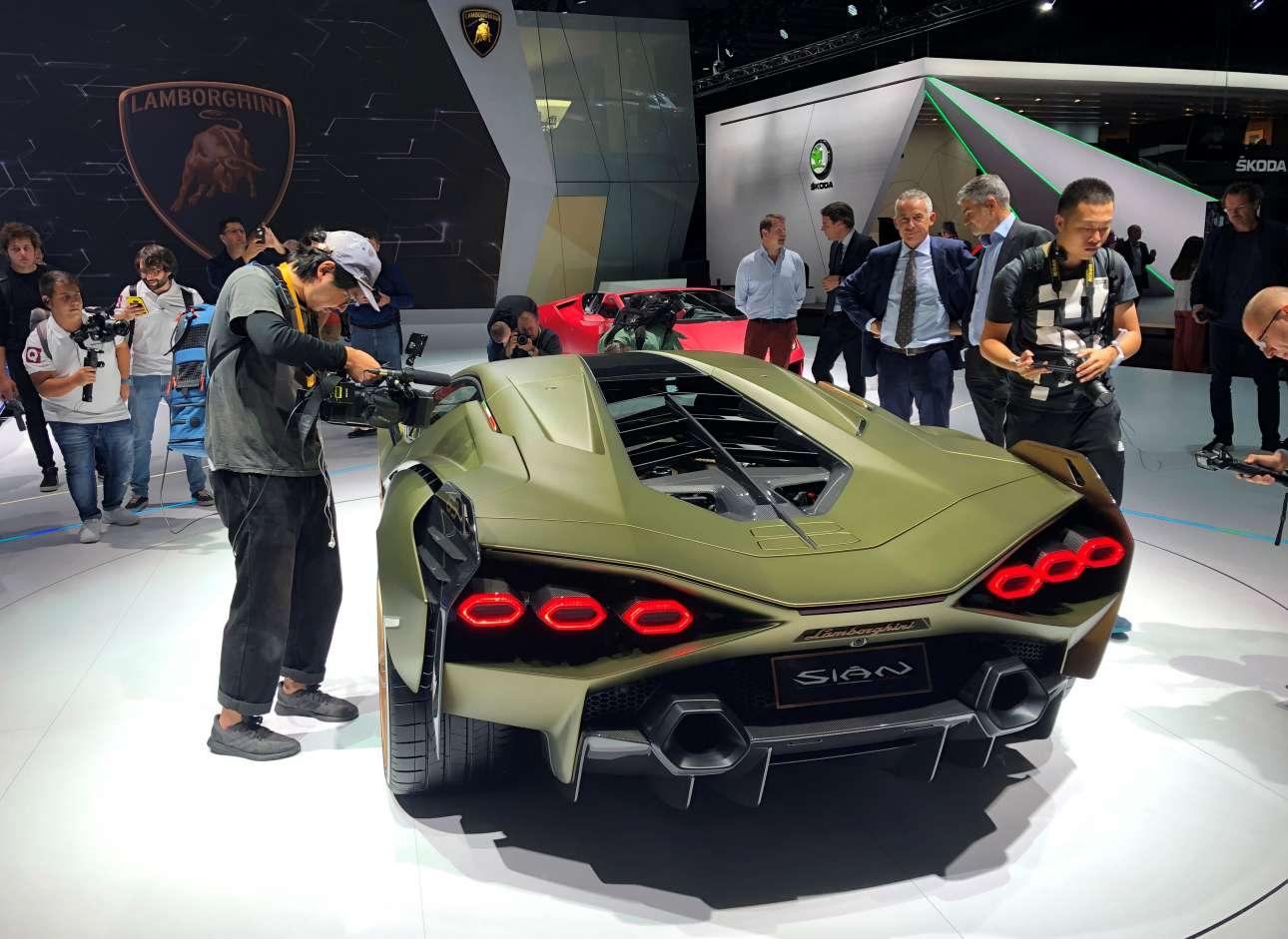 Το υβριδικό Lamborghini Sian 3A limited edition, έρχεται σε μιλιταριστικές γραμμές, ετοιμοπόλεμο και χωρίς ανταγωνισμό στην κατηγορία του
