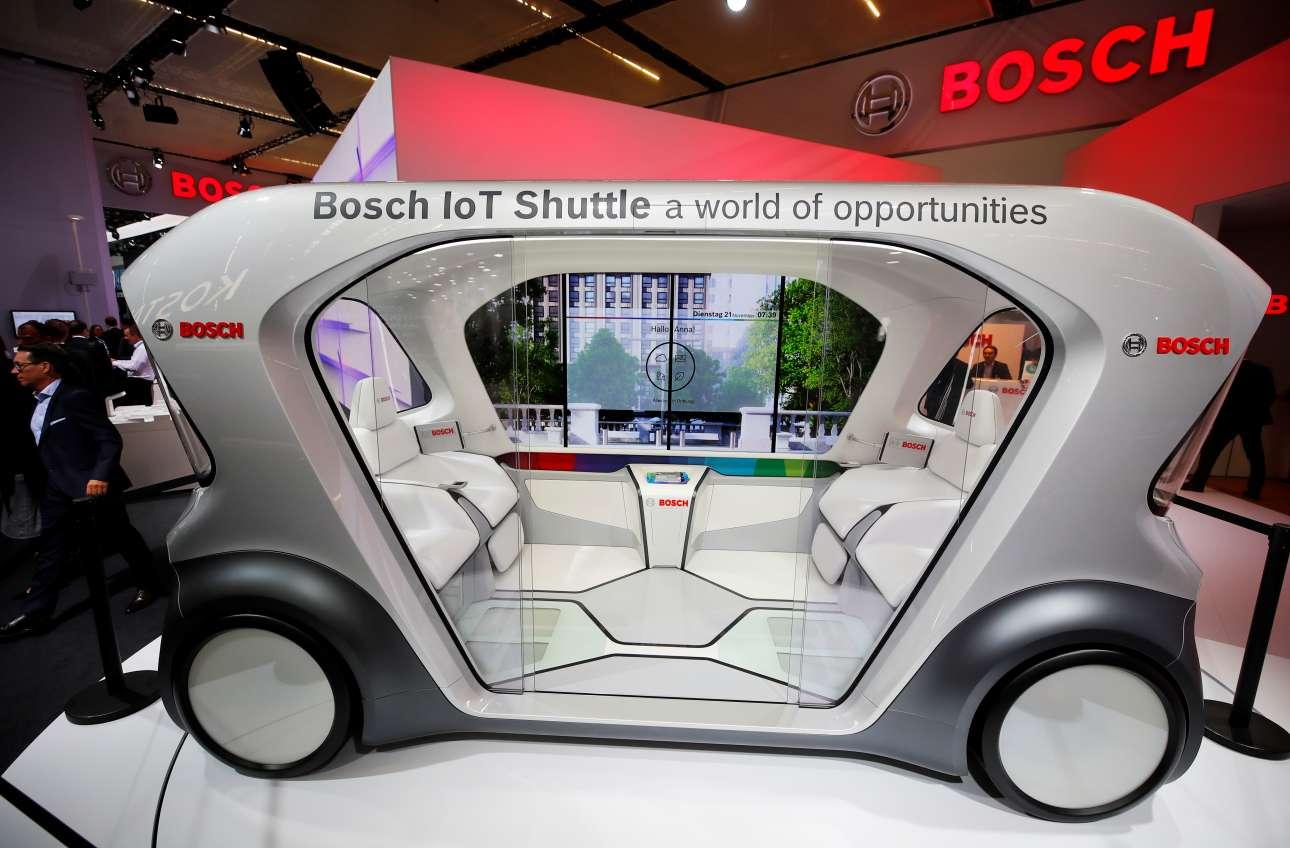 Και εδώ βλέπουμε ένα αυτοκινητάκι concept χωρίς οδηγό από την Bosch, το οποίο αναμένεται να αντικαταστήσει τα γνωστά οχήματα του γκολφ, που χρησιμοποιούνται και στα resort για τη μεταφορά των επισκεπτών