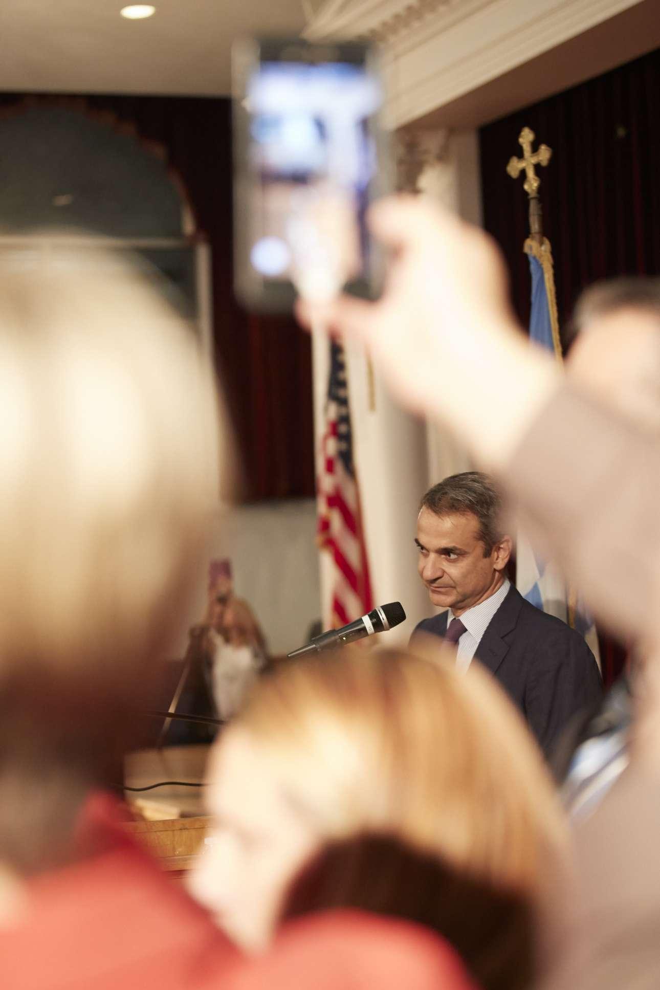 Ο Πρωθυπουργός διακρίνεται στην ομιλία του προς τους ομογενείς στην Αστόρια το βράδυ της Τετάρτης, 25 Σεπτεμβρίου