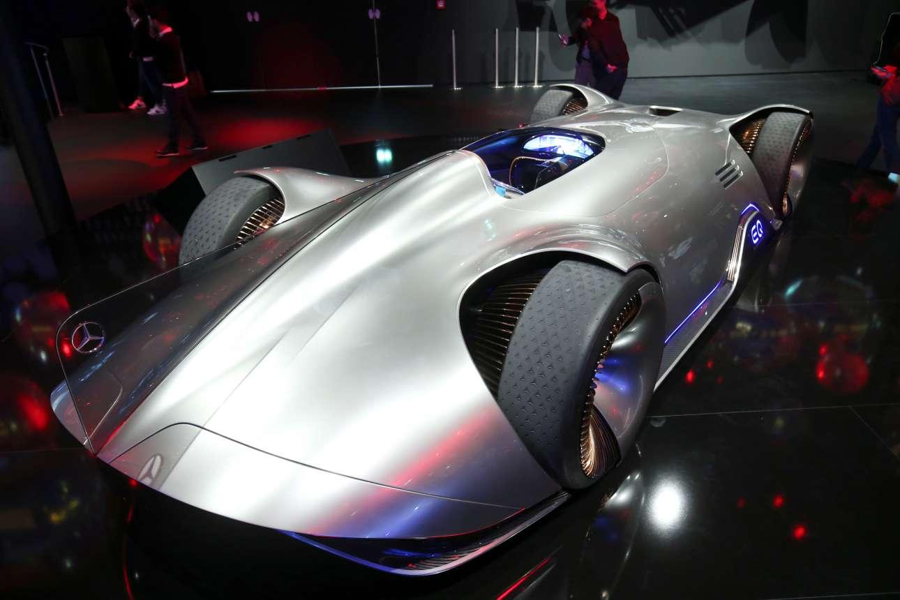 Το EQ Silver Arrow είναι το concept αυτοκίνητο της Mercedes-Benz και είναι έτοιμο να κερδίσει τις εντυπώσεις