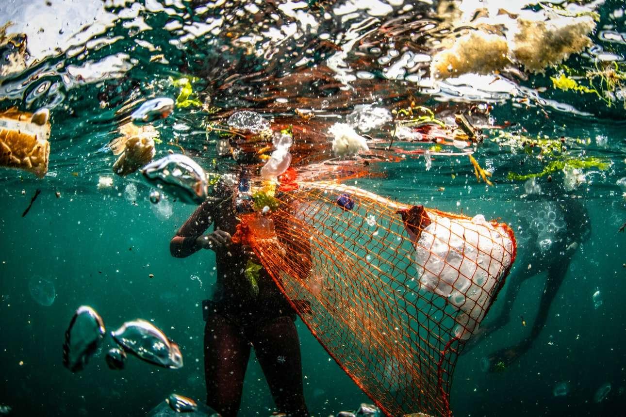 Υποβρύχιο καθάρισμα του Βοσπόρου στην Κωνσταντινούπολη, στα πλαίσια του πρότζεκτ Zero Waste Blue