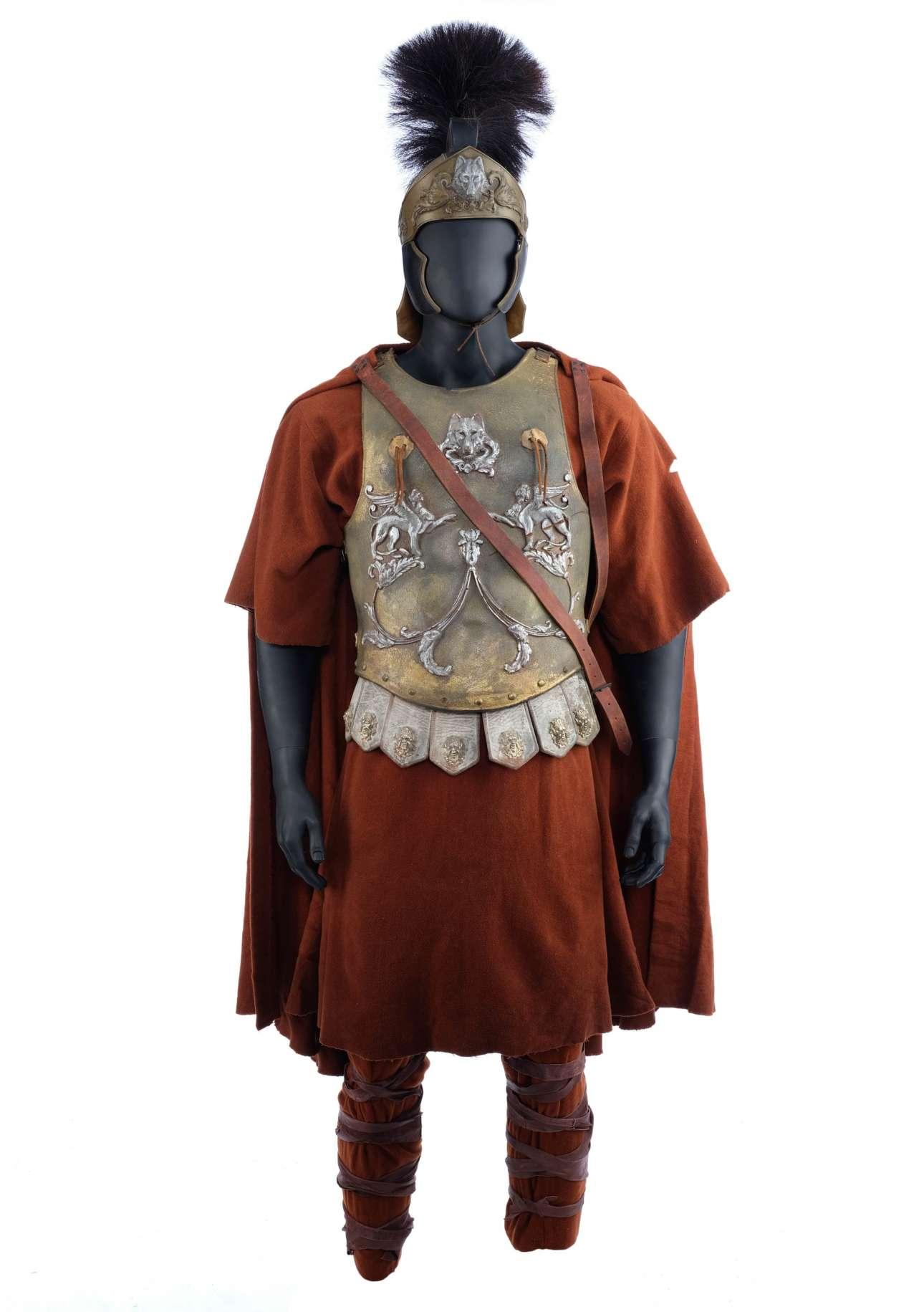 Το κοστούμι του Ράσελ Κρόου ως Μάξιμος, από την ταινία του Ρίντλεϊ Σκοτ «Ο Μονομάχος». Εκτίμηση: 20.000 - 35.000 ευρώ
