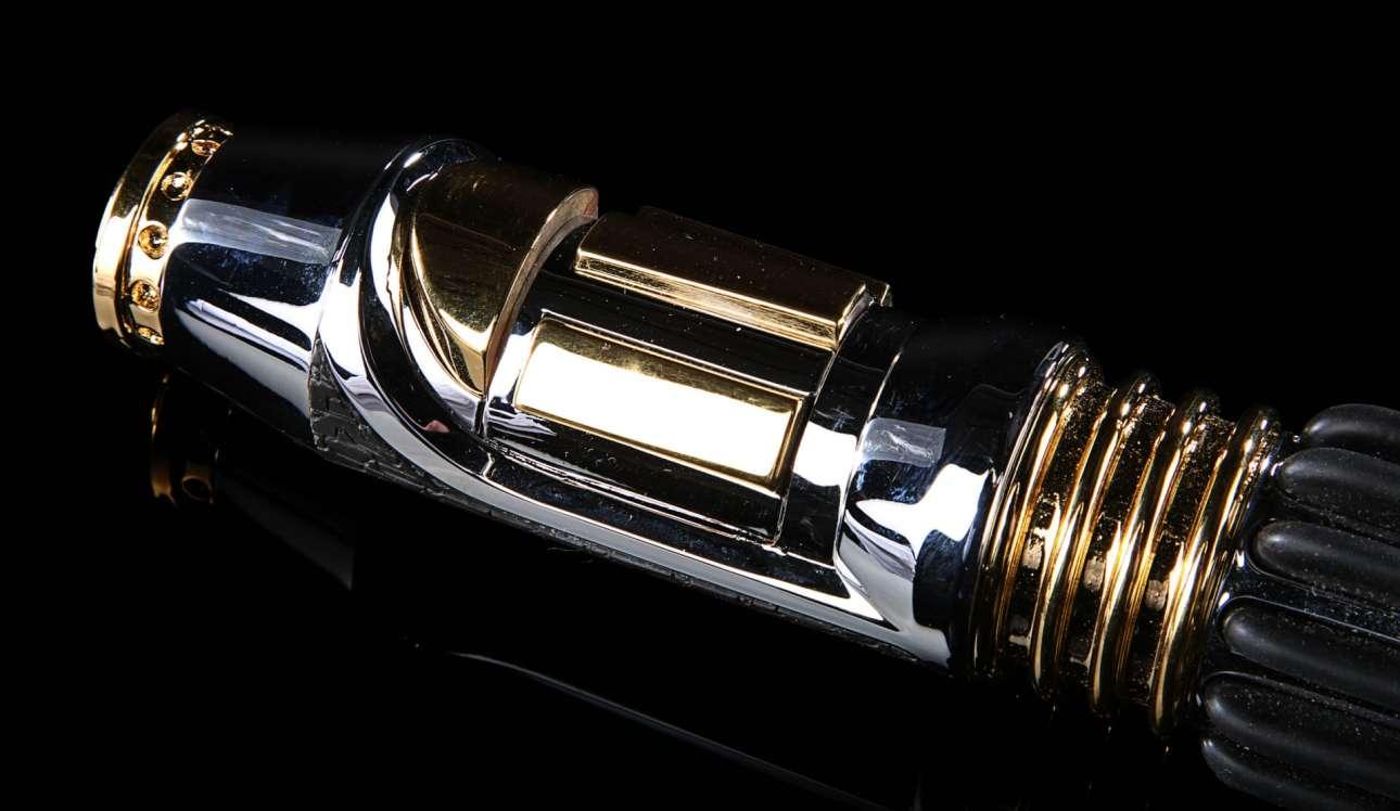 Η προσφορά για το φωτόσπαθο που κρατούσε ο Σάμιουελ Τζάκσον σε ορισμένες από τις ταινίες «Ο Πόλεμος των Αστρων» υπολογίζεται ότι θα φτάσει τα 110.000 ευρώ