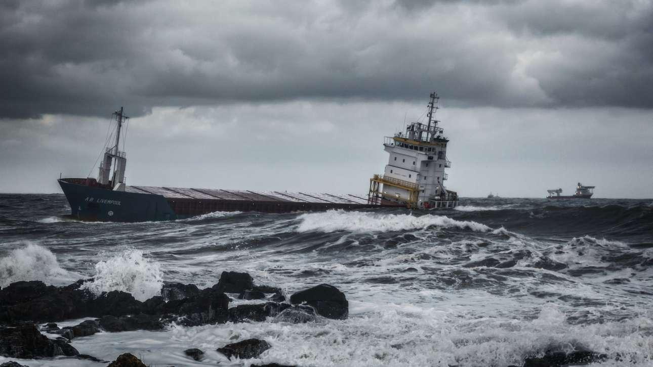«Με κατεύθυνση προς το λιμάνι»: η παραπάνω ατμοφαιρική εικόνα διακρίθηκε στην κατηγορία Πλοία και Ναυάγια