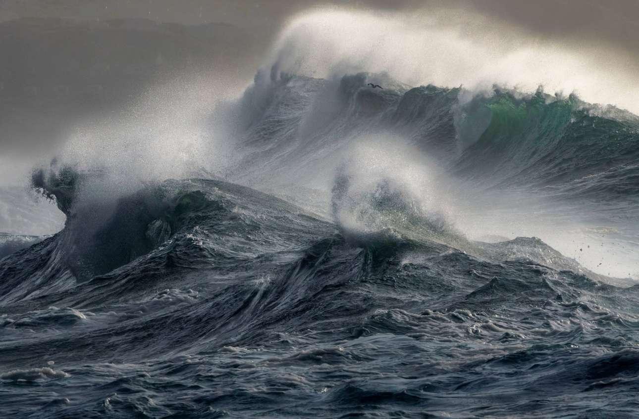 Οι «Αγριες Θάλασσες» της Κορνουάλης κέρδισαν την πρώτη θέση στην κατηγορία Παράκτια Θέα