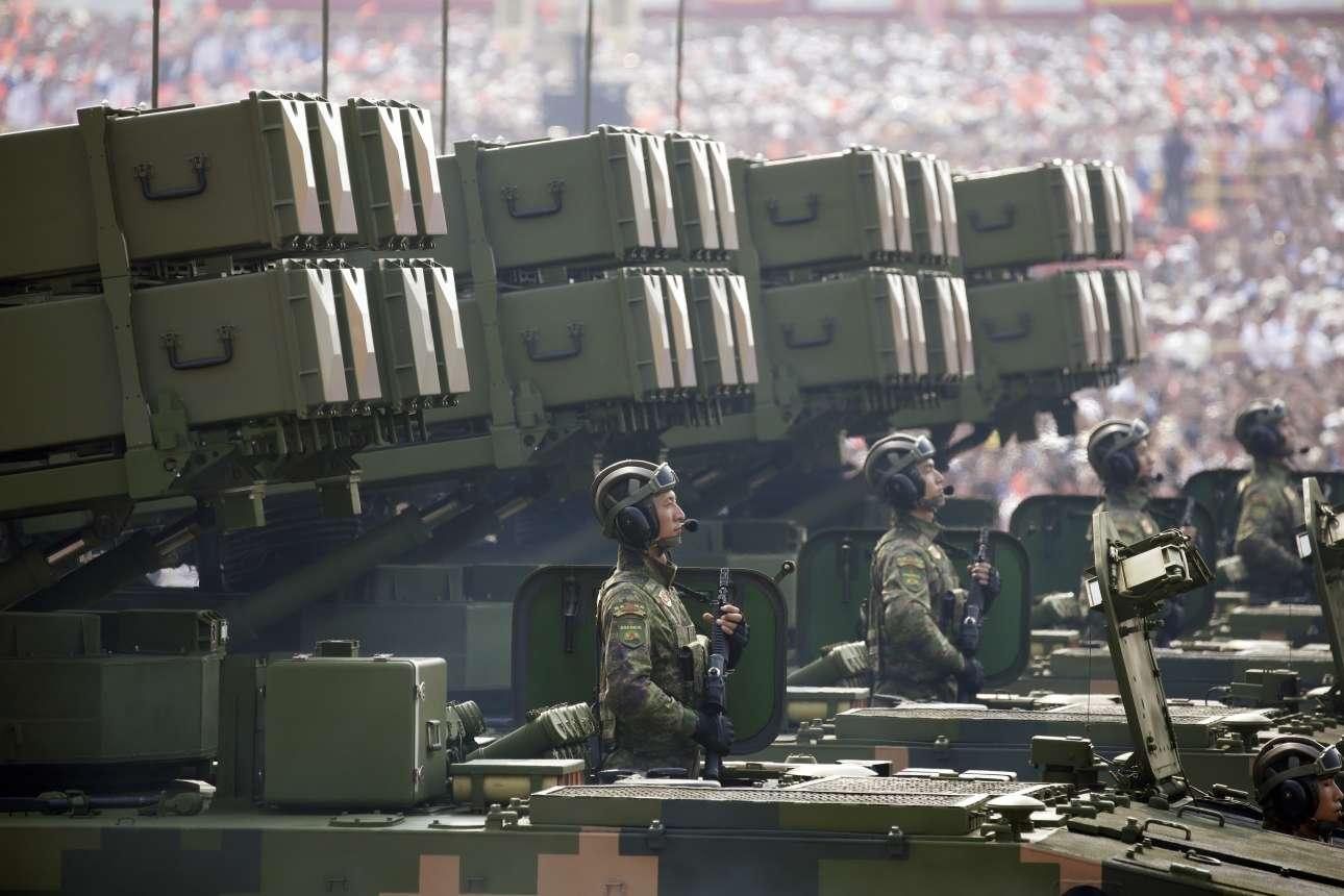 Στην παρέλαση έγινε επίδειξη υπερσύγχρονων οπλικών συστημάτων