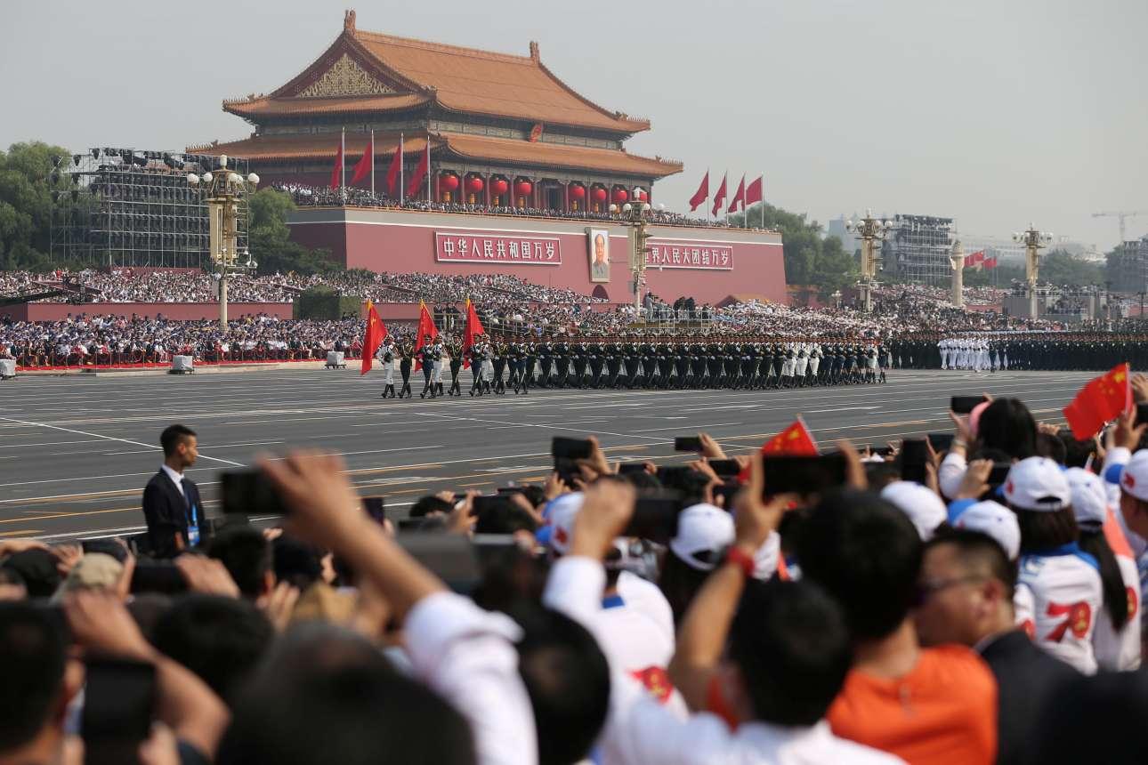 Η στρατιωτική παρέλαση στην πλατεία Τιενανμέν