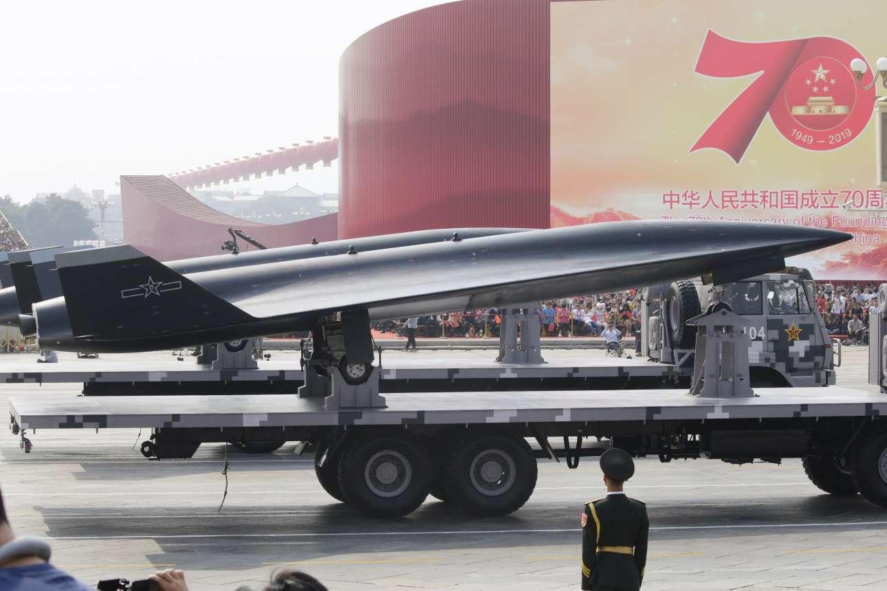 Δύο WZ-8 υπερηχητικά αναγνωριστικά drone στην παρέλαση