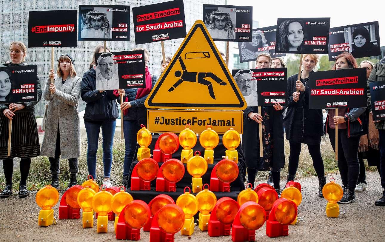 Διαμαρτυρίες έξω από την πρεσβεία της Σαουδικής Αραβίας στο Βερολίνο από τους Ρεπόρτερ Χωρίς Σύνορα για τη δολοφονία του δημοσιογράφου Τζαμάλ Κασόγκι