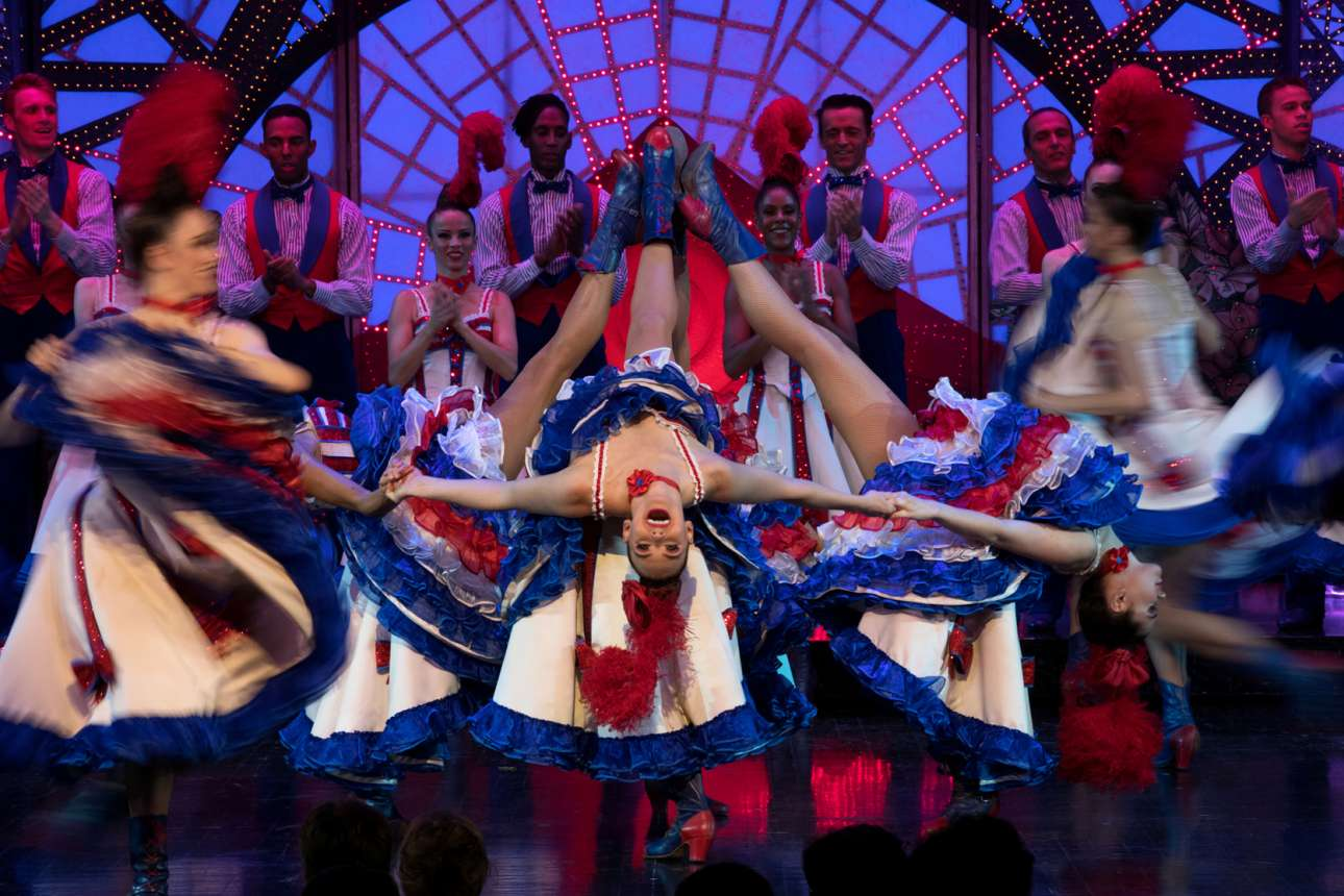 Η γαλλίδα Γκλεντίν χορεύει καν-καν στη σκηνή του Μουλέν Ρουζ