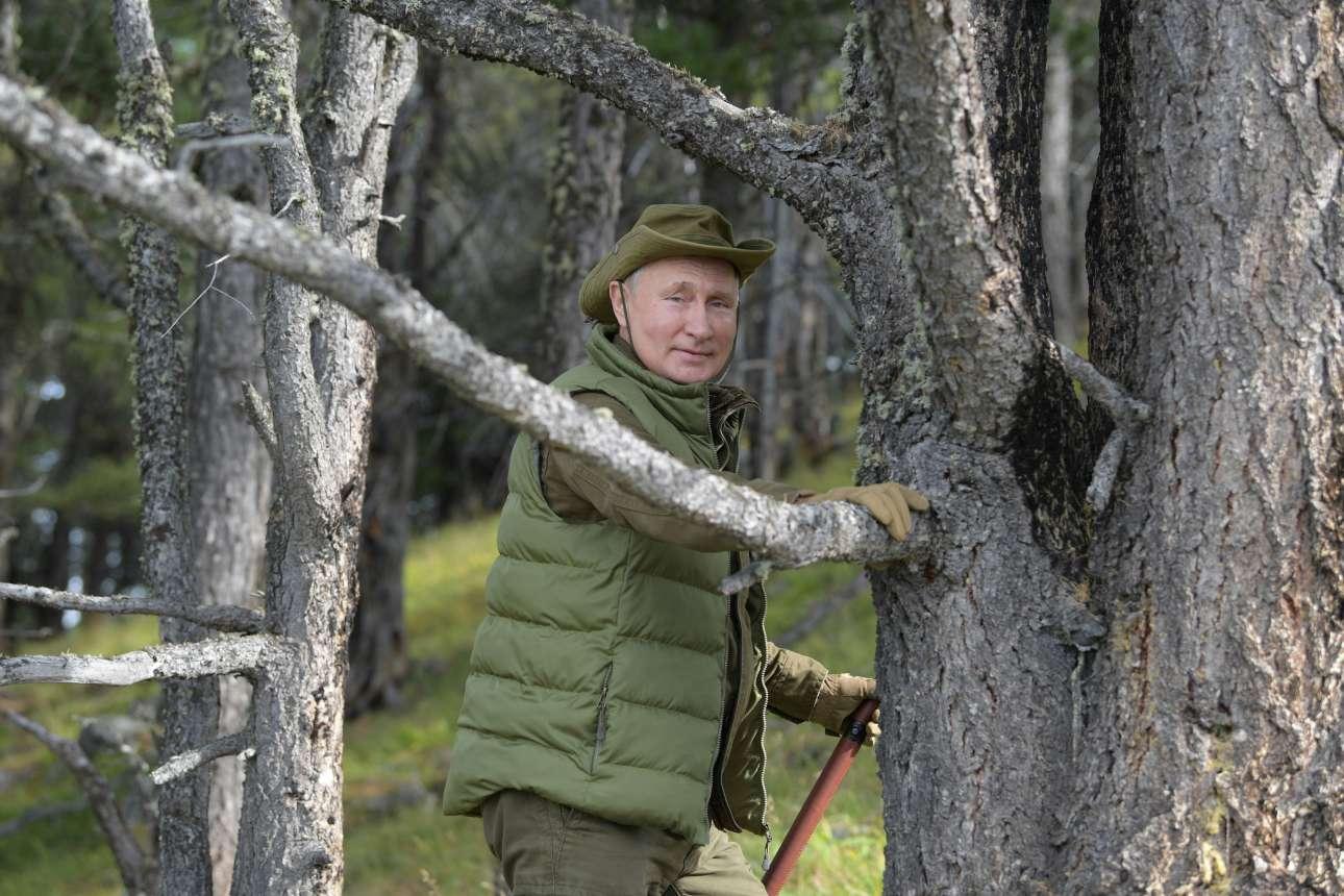 Αμφίεση με χρώματα σχεδόν σαν παραλλαγή για τον πρόεδρο της Ρωσίας