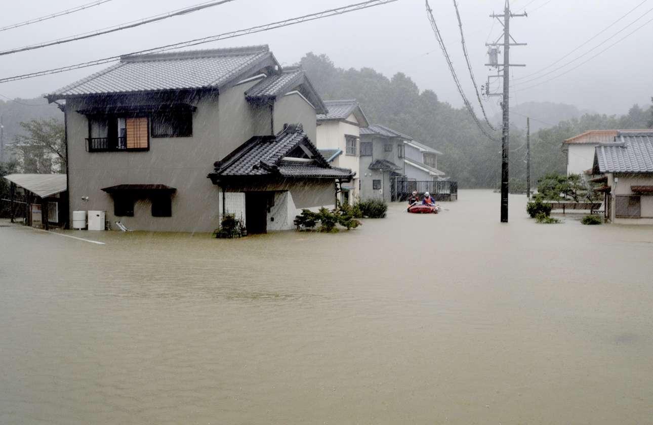 Βάρκες στα νερά της βροχής στο Ισε της κεντρικής Ιαπωνίας