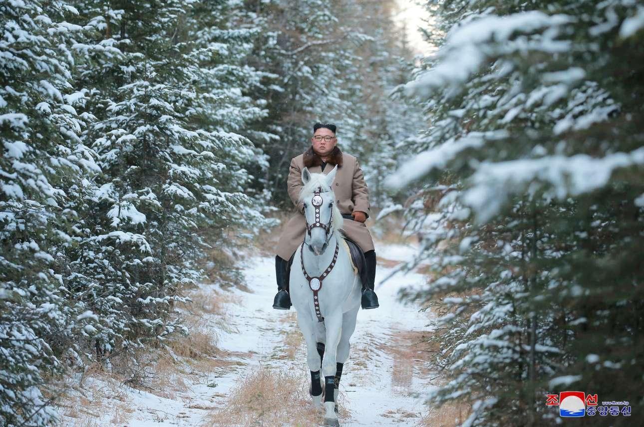 Το πρώτο χιόνι της σεζόν, το πιο τσίλικο άλογο του χωριού, ο ηγέτης του Σύμπαντος και το σοβαρότερο πρακτορείο ειδήσεων της Γης – αυτό της Βόρειας Κορέας