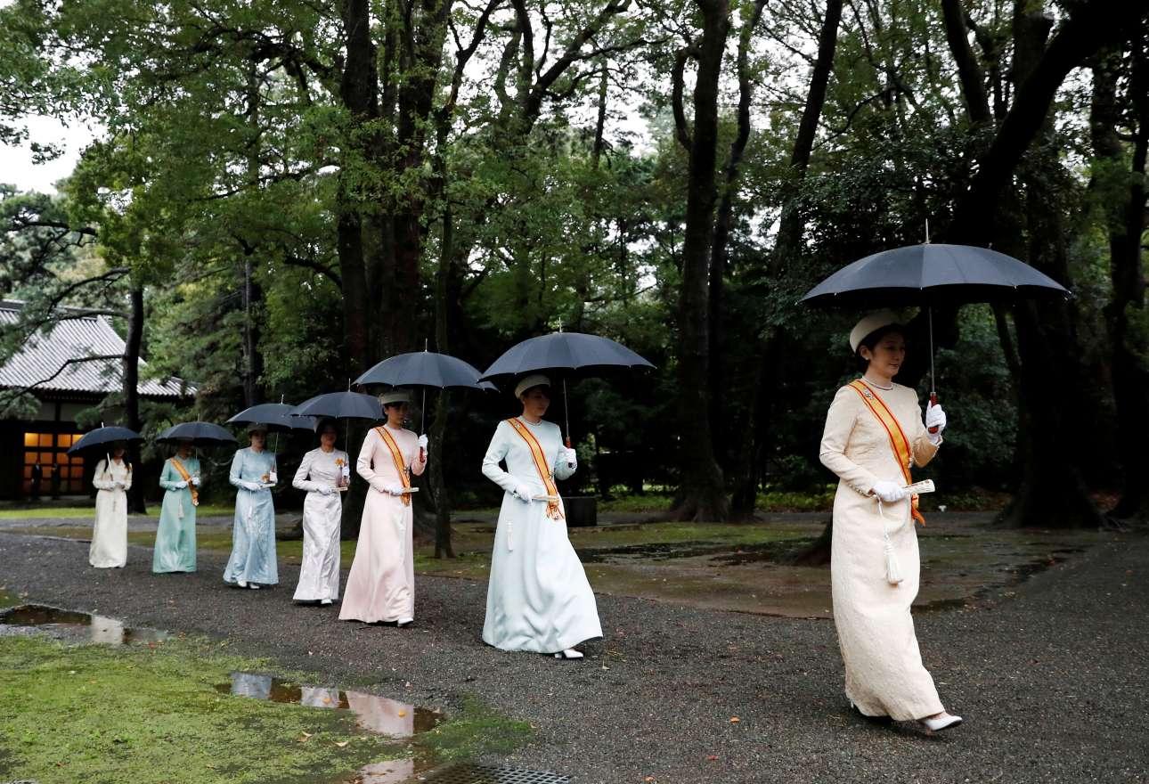 Η πριγκίπισσα Κίκο και άλλα μέλη της αυτοκρατορικής οικογένειας της Ιαπωνίας προσέρχονται στην τελετή