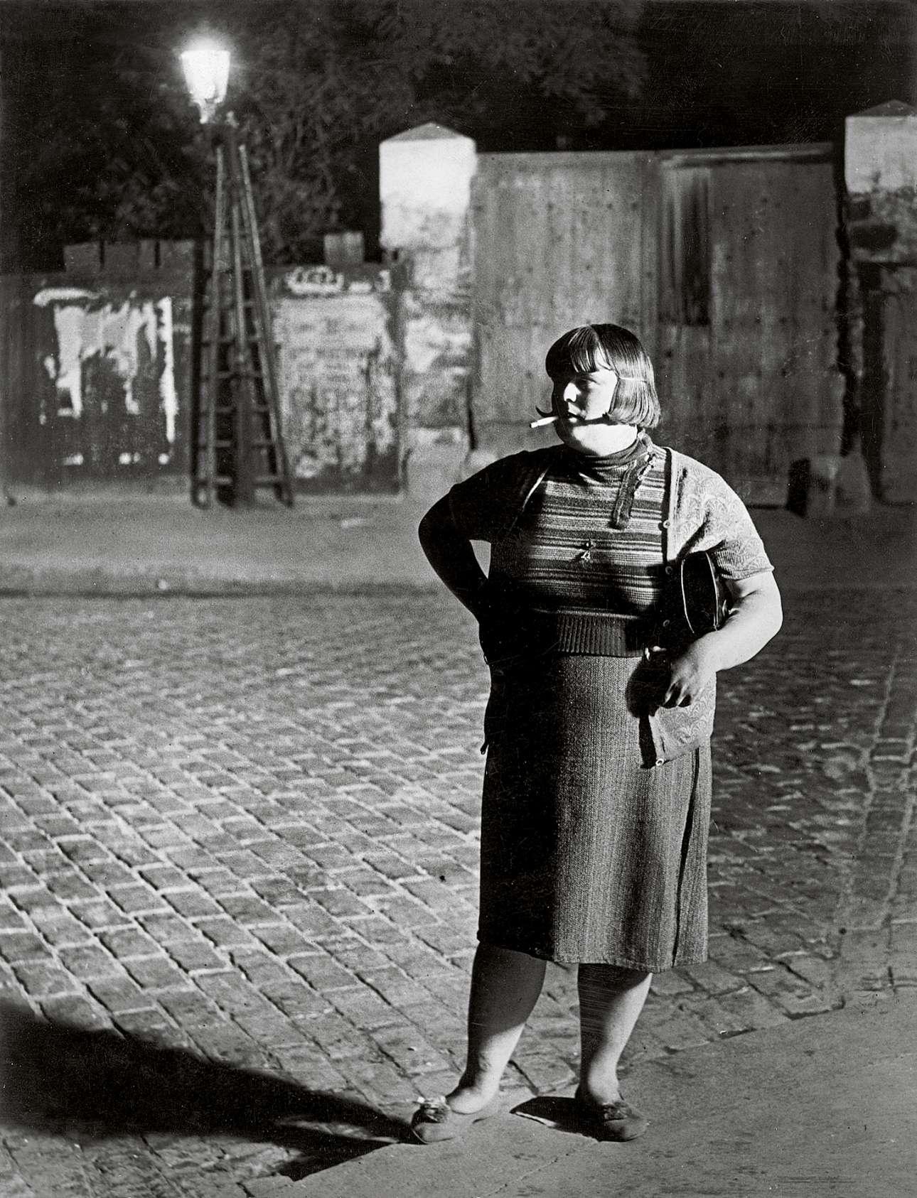 Γυναίκα εκδίδεται στην Place d'Italie του Παρισιού, το 1932