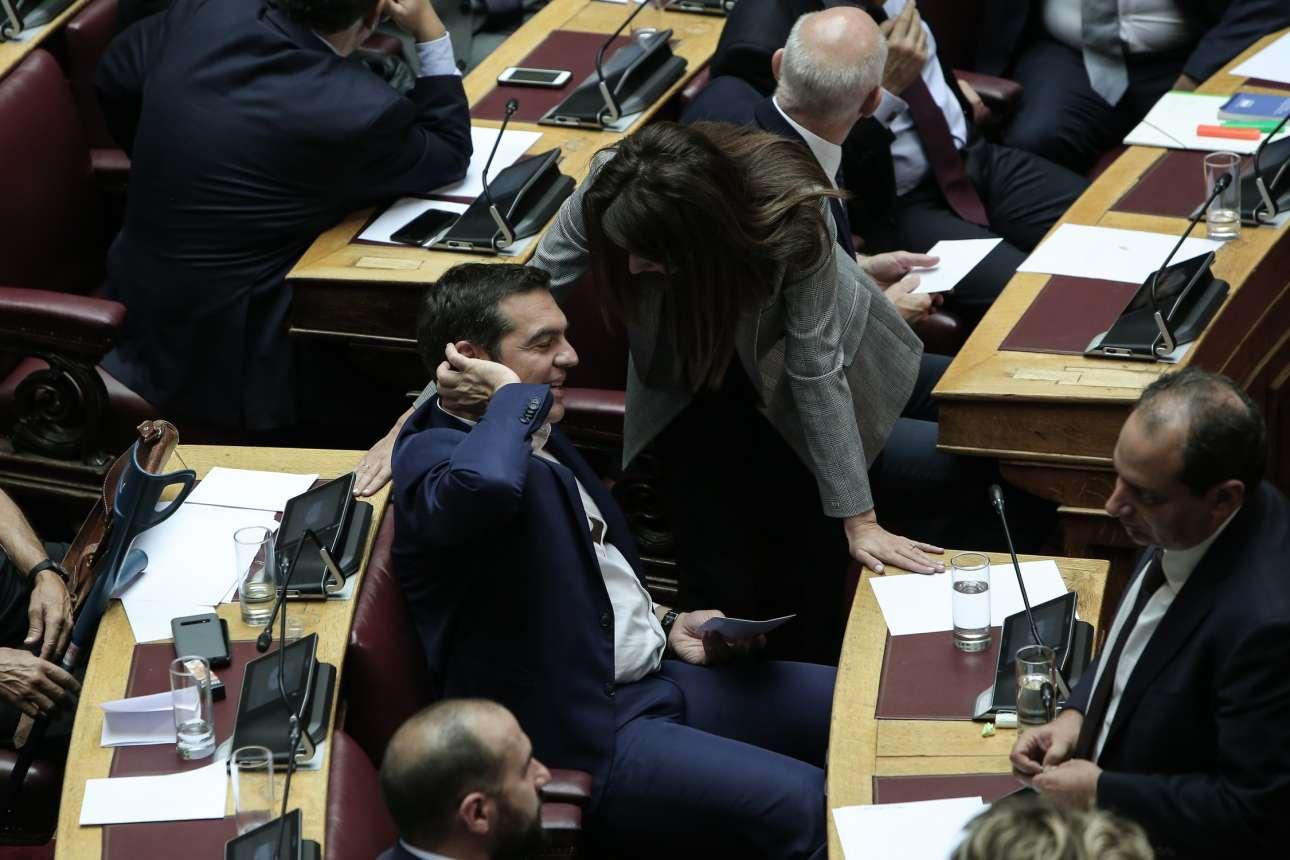 O Αλέξης Τσίπρας περιμένει τη σειρά του για να ψηφίσει