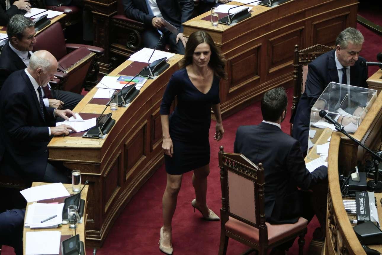 Η βουλευτής Επικρατείας του ΣΥΡΙΖΑ και πρώην υπουργός Εργασίας Εφη Αχτσιόγλου έχει μόλις ψηφίσει