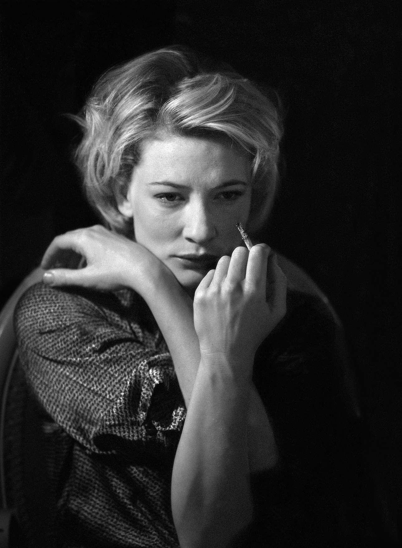 Μία τελευταία τζούρα για την Κέιτ Μπλάνσετ πριν εμφανιστεί στην παράσταση του 1999 «Plenty» του Ντέιβιντ Χερ, στο θέατρο «Noël Coward»