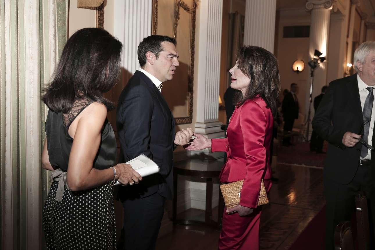Ο Αλέξης Τσίπρας με τη συνοδό του και τη Γιάννα Αγγελοπούλου