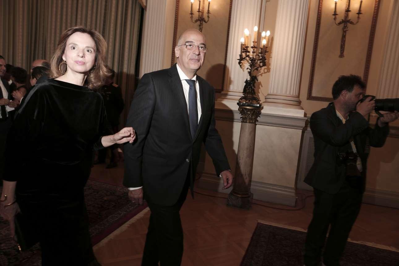 Ο Νίκος Δένδιας με τη σύζυγό του Δάφνη καταφθάνουν για το δείπνο