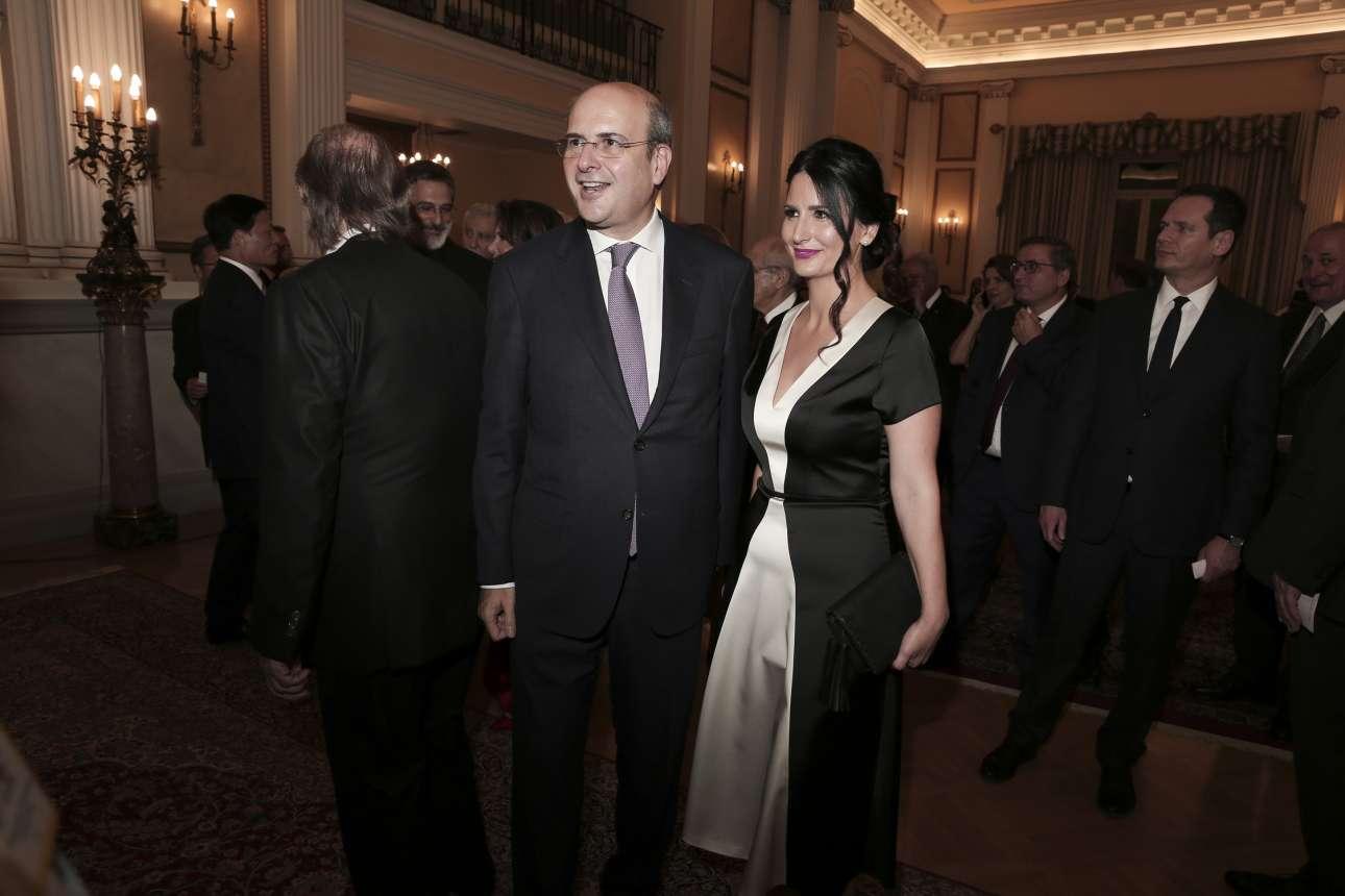 Ο υπουργός Περιβάλλοντος και Ενέργειας Κωστής Χατζηδάκης με τη σύζυγό του