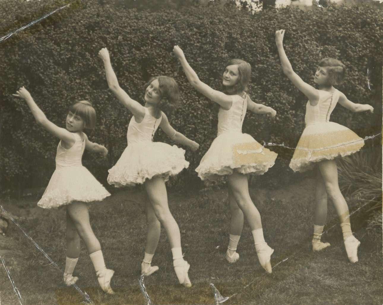 Από τις πρώτες μαθήτριες της Βασιλικής Ακαδημίας Χορού της Βρετανίας, το 1926