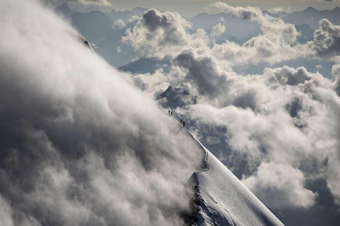 Φιναλίστ στην κατηγορία RAW. Τέσσερις ορειβάτες προσπαθούν να κατακτήσουν την κορυφή του όρους Μιτελέγκι στο Αϊγκερ της Ελβετίας