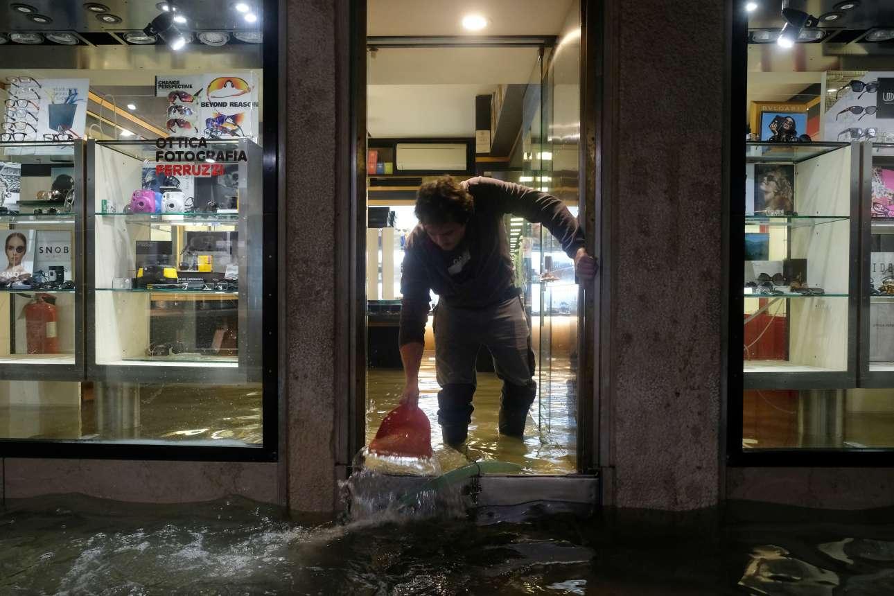 Οι πλημμύρες της Τρίτης προκάλεσαν μεγάλες καταστροφές στα καταστήματα