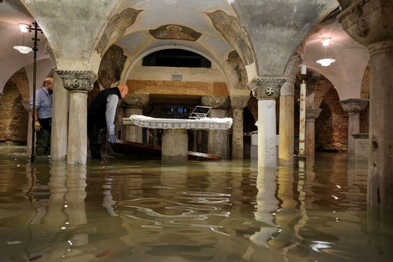 Πλημμύρισε και η κρύπτη στη Βασιλική του Αγίου Πέτρου