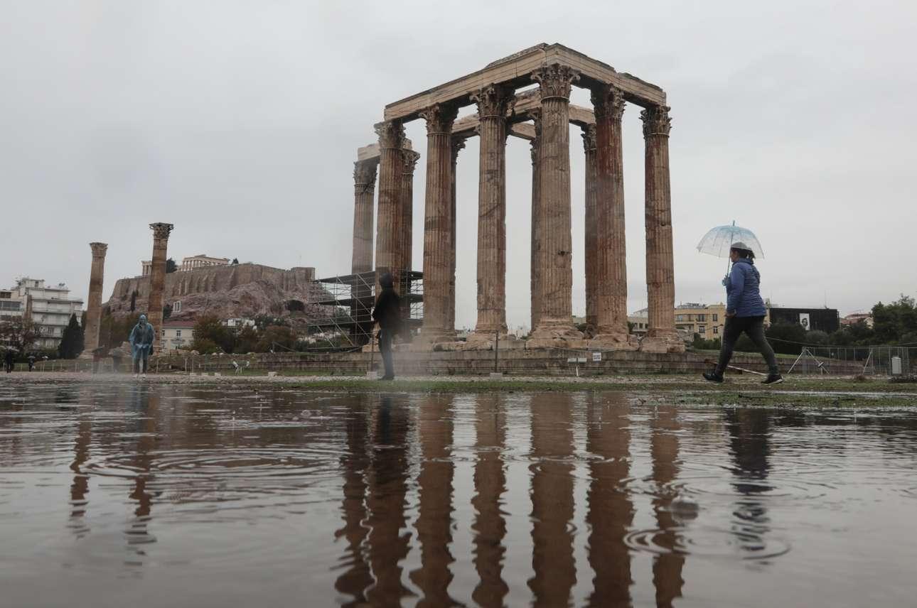 Ολυμπιείον, πλημμυρισμένο. Οχι, δεν δραπέτευσε ο Ιλισός από το λαγούμι του. Απλώς έβρεξε στην Αθήνα