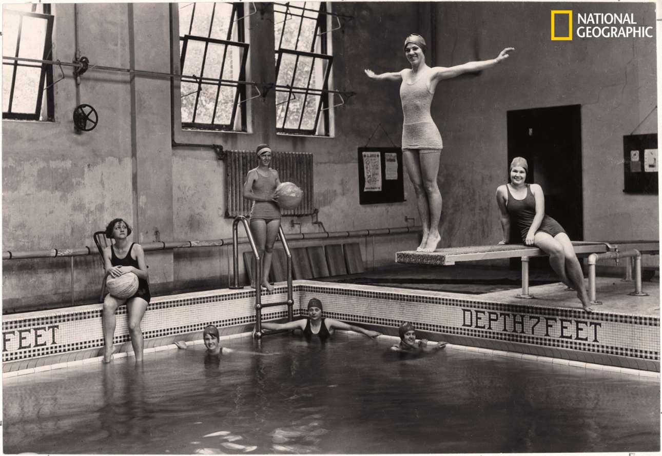 Μαθήματα κολύμβησης για τις φοιτήτριες του κολεγίου Νιούκομπ, στη Νέα Ορλεάνη