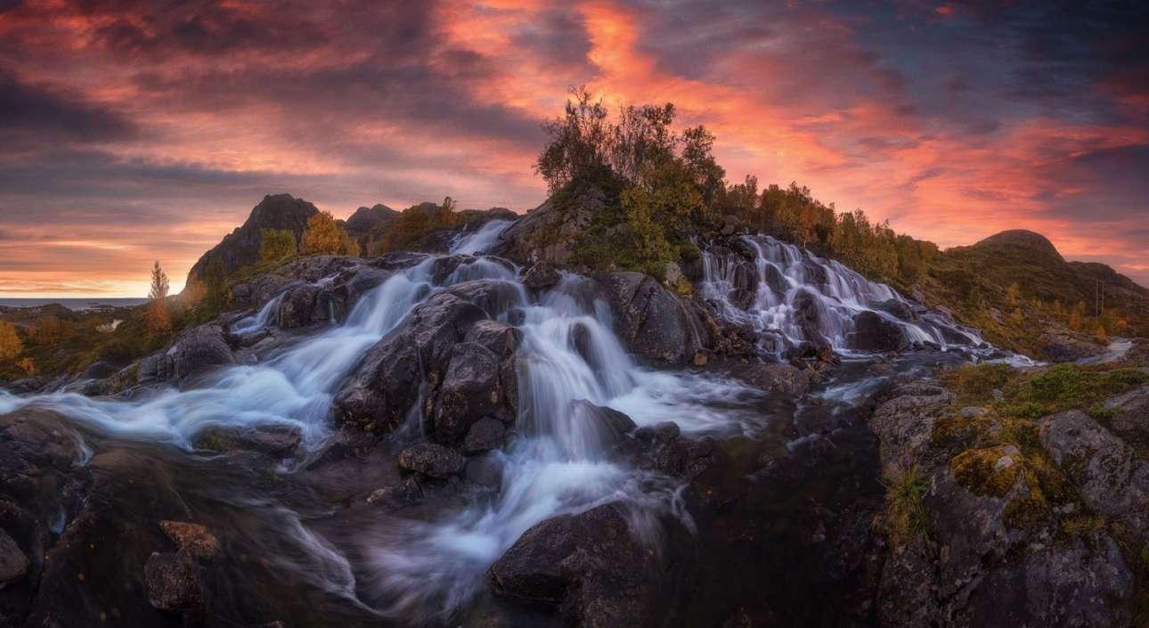 Καταρράκτες στα νησιά Λοφότεν της Νορβηγίας. 1η ερασιτεχνική θέση, κατηγορία Φύση - Τοπίο
