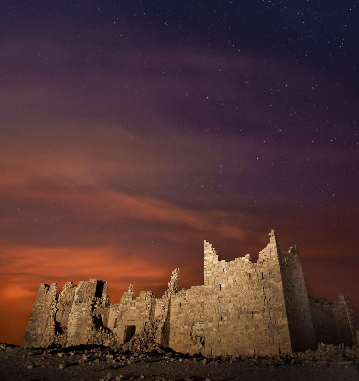 Ενα από τα καλύτερα διατηρημένα δείγματα ρωμαϊκού φρουρίου στην Ιορδανία τράβηξε ο Μπασάρ Ταμπάχ: «Η λατινική επιγραφή πάνω από την είσοδο γράφει ότι χτίστηκε το 293-305 μ.Χ. και ορίστηκε ως Πρετοριανό, με διπλή χρήση ως κατοικία του κυβερνήτη κατά την επιθεώρηση των ρωμαϊκών συνόρων και ως σημείο συνάντησης με νομάδες της ερήμου για τη διατήρηση ειρηνικών σχέσεων» δήλωσε ο φωτογράφος