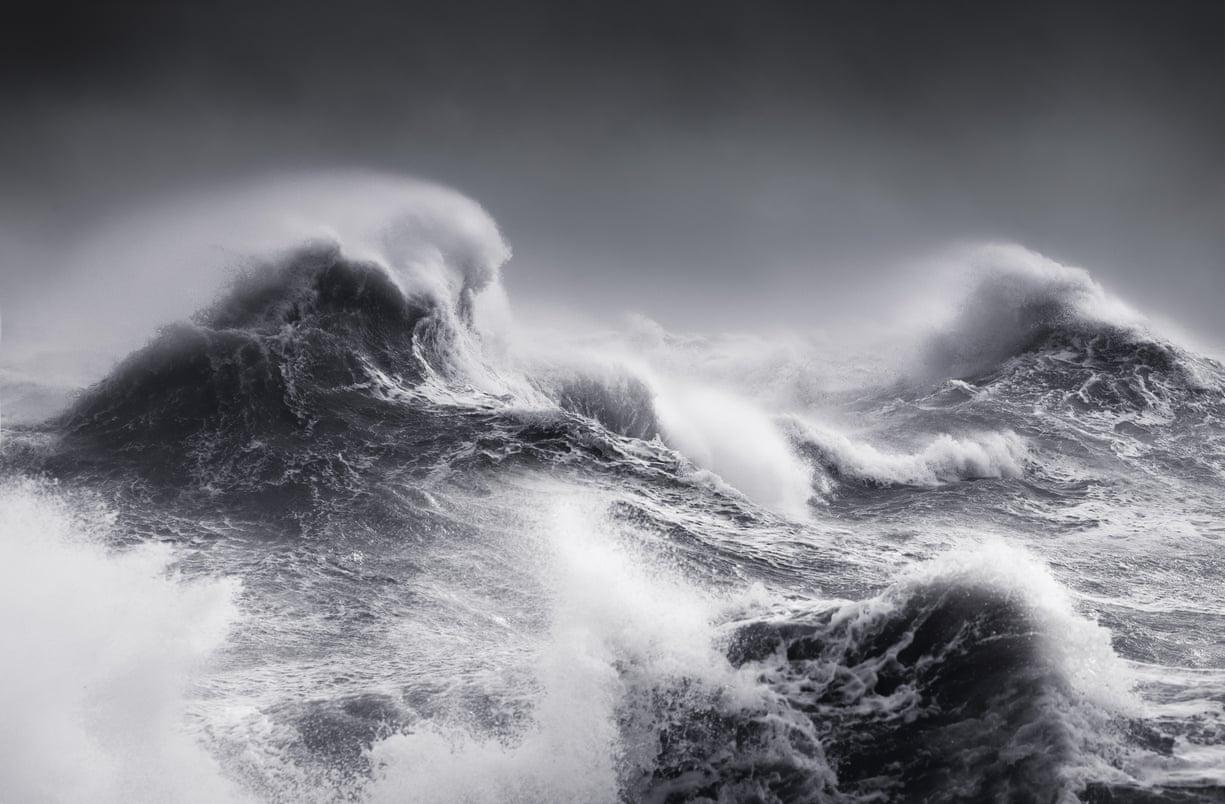 Ο Νταν Πορτς αιχμαλωτίζει την αγριότητα της τροπικής καταιγίδας Ερικ σε ένα κλικ