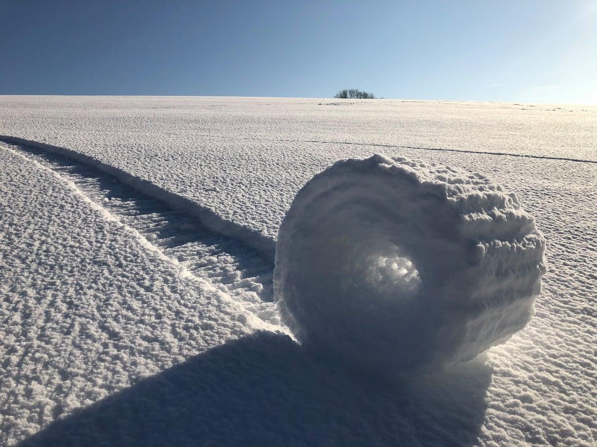 Ο Μπράιαν Μπέιλις αποτυπώνει ένα σπάνιο φυσικό φαινόμενο -χιονοστιβάδες που δημιουργούνται μόνες τους- στο Γουιλτσάιρ