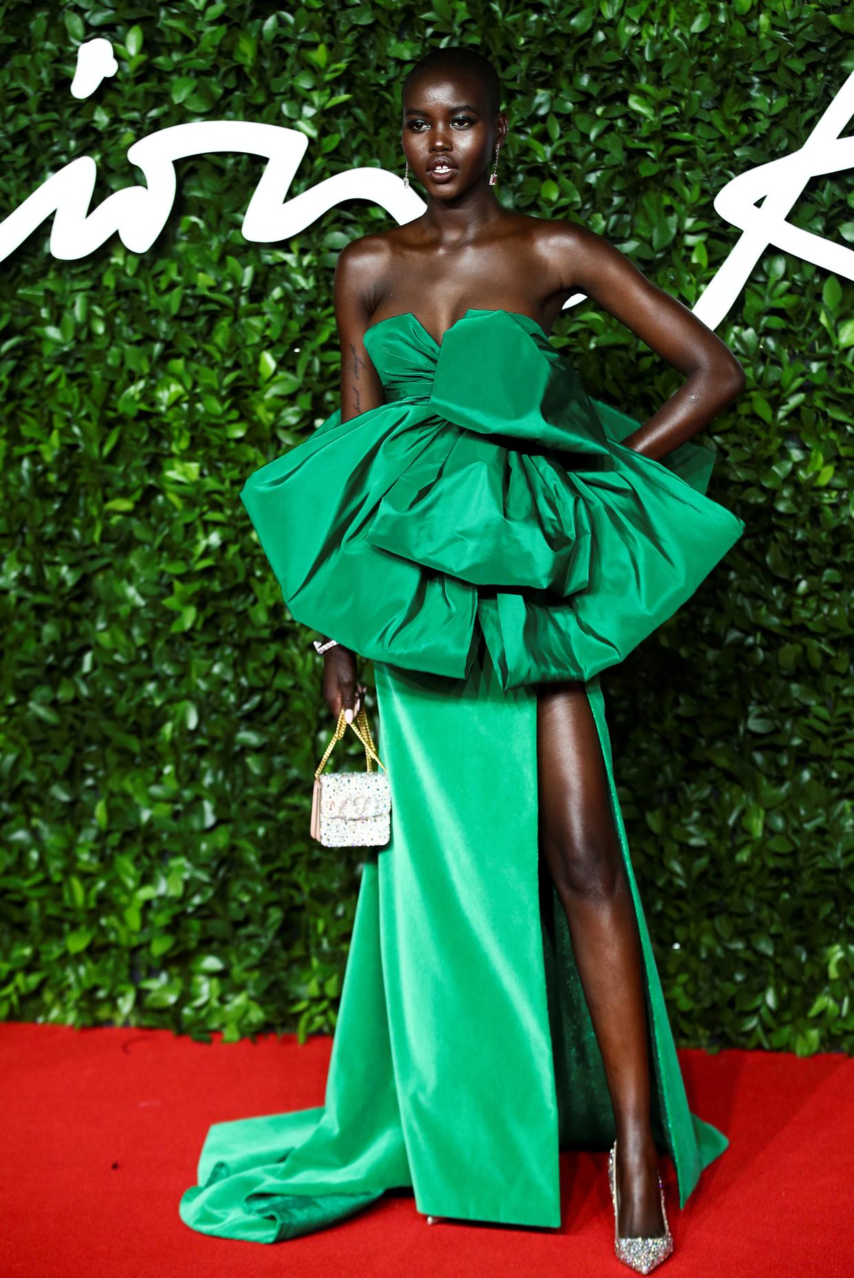 Το «Μοντέλο της Χρονιάς» Αντούντ Κεχ με πράσινη τουαλέτα Valentino