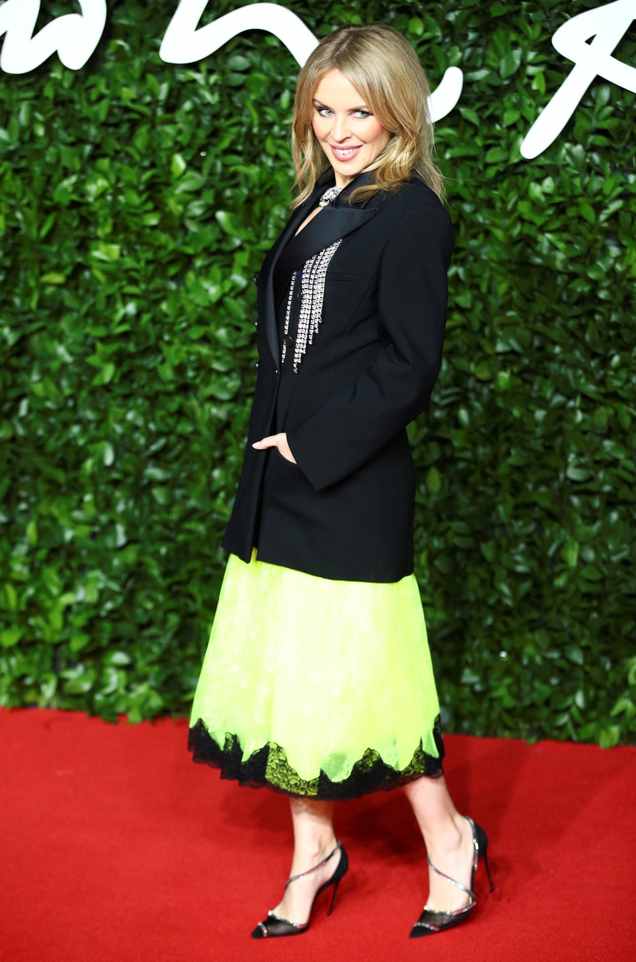 H Κάιλι Μινόγκ απέμεινε το βραβείο του καλύτερου σχεδιαστή στον Κρίστοφερ Κέιν, φορώντας φυσικά σύνολο από τον ίδιο