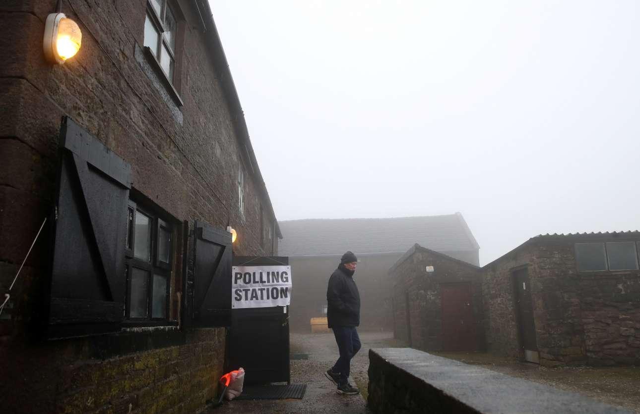 Ψήφος στην ομίχλη - στο Απερ Χουλμ στη βόρεια Αγγλία