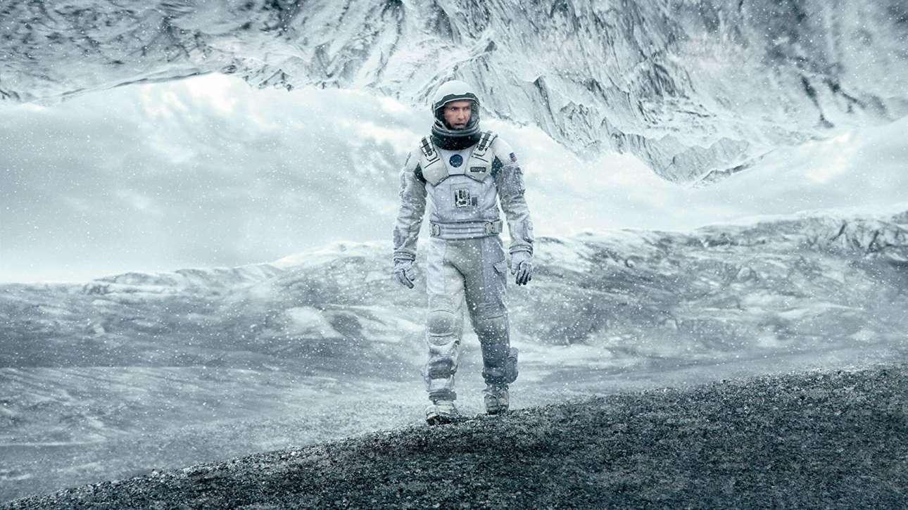 «Interstellar» (2014). Η -δεύτερη στη λίστα- ταινία του Κρίστοφερ Νόλαν είναι μία συναρπαστική εξερεύνηση στις μαύρες τρύπες του Διαστήματος, στις σκουληκότρυπες και στον χωρόχρονο, αλλά παράλληλα και μια τρυφερή ιστορία για τη σχέση ενός πατέρα (Μάθιου Μακόναχι) και μιας κόρης (Τζέσικα Τσάστεϊν). Στα συν της ταινίας ένα από τα καλύτερα σάουντρακς του Χανς Ζίμερ
