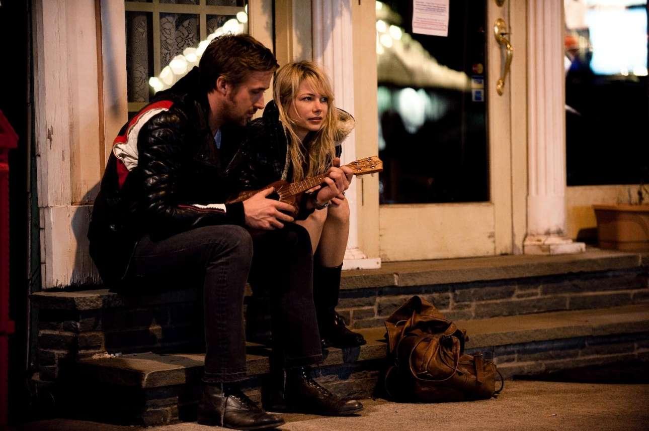 «Blue Valentine» (2010). «You always hurt the ones you love» («Πάντα πληγώνεις αυτούς που αγαπάς») τραγουδάει ο Ράιαν Γκόσλινγκ με τη συνοδεία του γιουκαλίλι του και συνοψίζει σε έναν στίχο το θέμα της ταινίας. Ο σκηνοθέτης Ντέρεκ Σιαφράνς καταγράφει την σπαρακτική πορεία ενός ζευγαριού, από τα ευτυχισμένα πρώτα ραντεβού μέχρι το πικρό τέλος