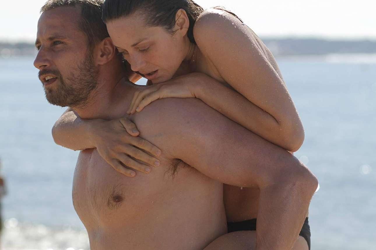 «Σώμα με σώμα» (2012). Μια δραματική ταινία για την απώλεια, τον έρωτα και τη δύναμη ψυχής που ζωντανεύει χάρη στην απίστευτη χημεία μεταξύ των δύο φωτογενών και ταλαντούχων πρωταγωνιστών, Μαριόν Κοτιγιάρ και Ματίας Σένερτς. Η Μαριόν Κοτιγιάρ υποδύεται εξαιρετικά τη Στεφανί, μία εκπαιδεύτρια φαλαινών σε θαλάσσιο πάρκο που χάνει τα δύο της πόδια μετά από ένα φρικτό ατύχημα, η οποία ξεκινάει μία παράξενη και έντονη σχέση με τον μπράβο Αλί (Ματίας Σένερτς)