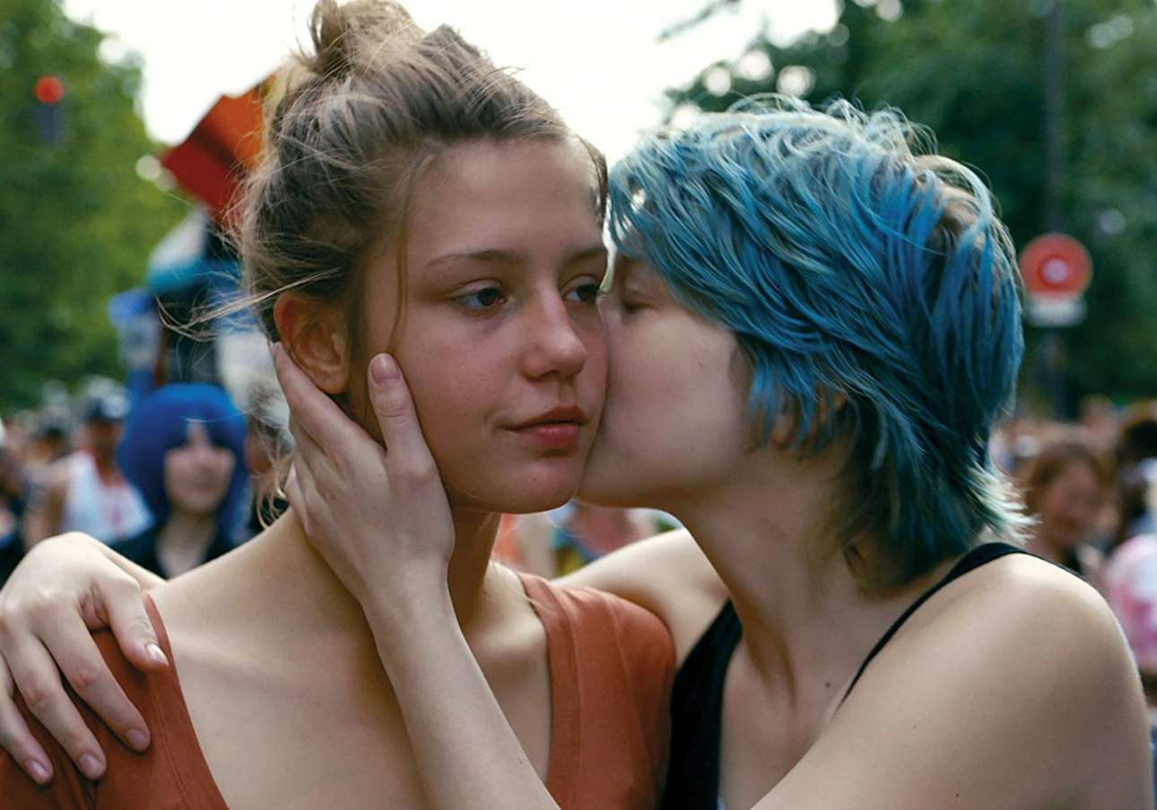 «Η ζωή της Αντέλ» (2013).  H μαθήτρια Αντέλ ερωτεύεται την καλλιτέχνιδα Εμα με τα μπλε μαλλιά και ξεκινάει μία παθιασμένη ερωτική σχέση, ένα τρομερά δυνατό ταξίδι ενηλικίωσης και μία εκπληκτική σπουδή πάνω στην ωρίμανση, την επιθυμία και στον ανθρώπινο ψυχισμό. Η τρίωρη διάρκεια της ταινίας δυσαρέστησε κάποιους, αλλά ήταν απαραίτητη για να ξεδιπλώσουν οι πρωταγωνίστριες όλες τις συναισθηματικές διακυμάνσεις, δημιουργώντας ένα είδους κινηματογράφου που συναντάς σπάνια (κάτι αντίστοιχο είχε κάνει ο επίσης γάλλος σκηνοθέτης Ζαν Εστάς τo 1973 με το «Η μαμά και η πουτάνα»), σαν ένα παράξενο ριάλιτι που όσο το παρακολουθείς γίνεσαι ένα με τους χαρακτήρες. Το τέλος είναι τόσο σπαρακτικό που κλαις σαν να έχεις χωρίσει ο ίδιος