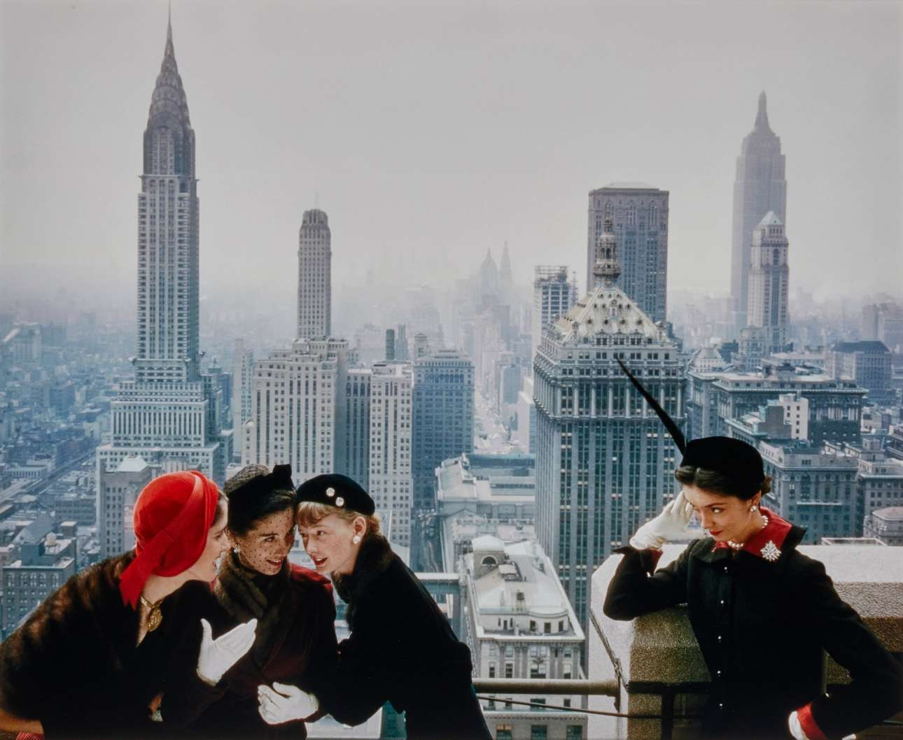 Ολες οι τάσεις στα καπέλα κυριαρχούν σε φωτογράφιση της Vogue, το 1949. «Κανείς δεν έχει το δικαίωμα να κάνει τη φωτογραφία βαρετή» είχε πει ο Νόρμαν Πάρκινσον