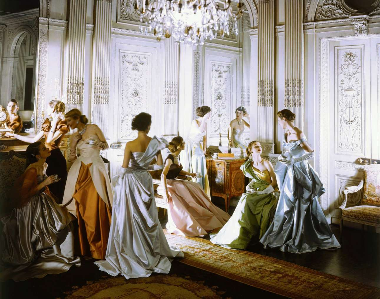 Νέα Υόρκη, 1948: Μία φωτογραφία πραγματικό έργο τέχνης του Σέσιλ Μπίτον, για τα φορέματα του σχεδιαστή Charles James. «Να είστε τολμηροί, να είστε διαφορετικοί, μη πρακτικοί. Να είστε οτιδήποτε θα επιβάλλει την ακεραιότητα του σκοπού και όραμα με φαντασία ενάντια σε όσους πηγαίνουν εκ του ασφαλούς», συμβουλεύει ο θρυλικός βρετανός φωτογράφος