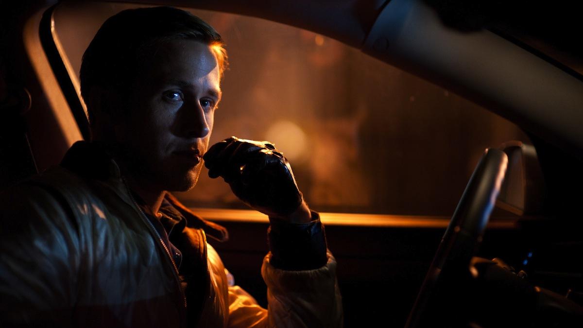«Drive» (2011). Η νεονουάρ περιπέτεια του Νικόλας Γουίντινγκ Ρεφν αποτελεί σίγουρα ορόσημο για τη δεκαετία που πέρασε για τα εκπληκτικά στιλιζαρισμένα πλάνα, το εθιστικό σάουντρακ και τον Ράιαν Γκόσλινγκ στον ρόλο του μυστήριου οδηγού-κασκαντέρ