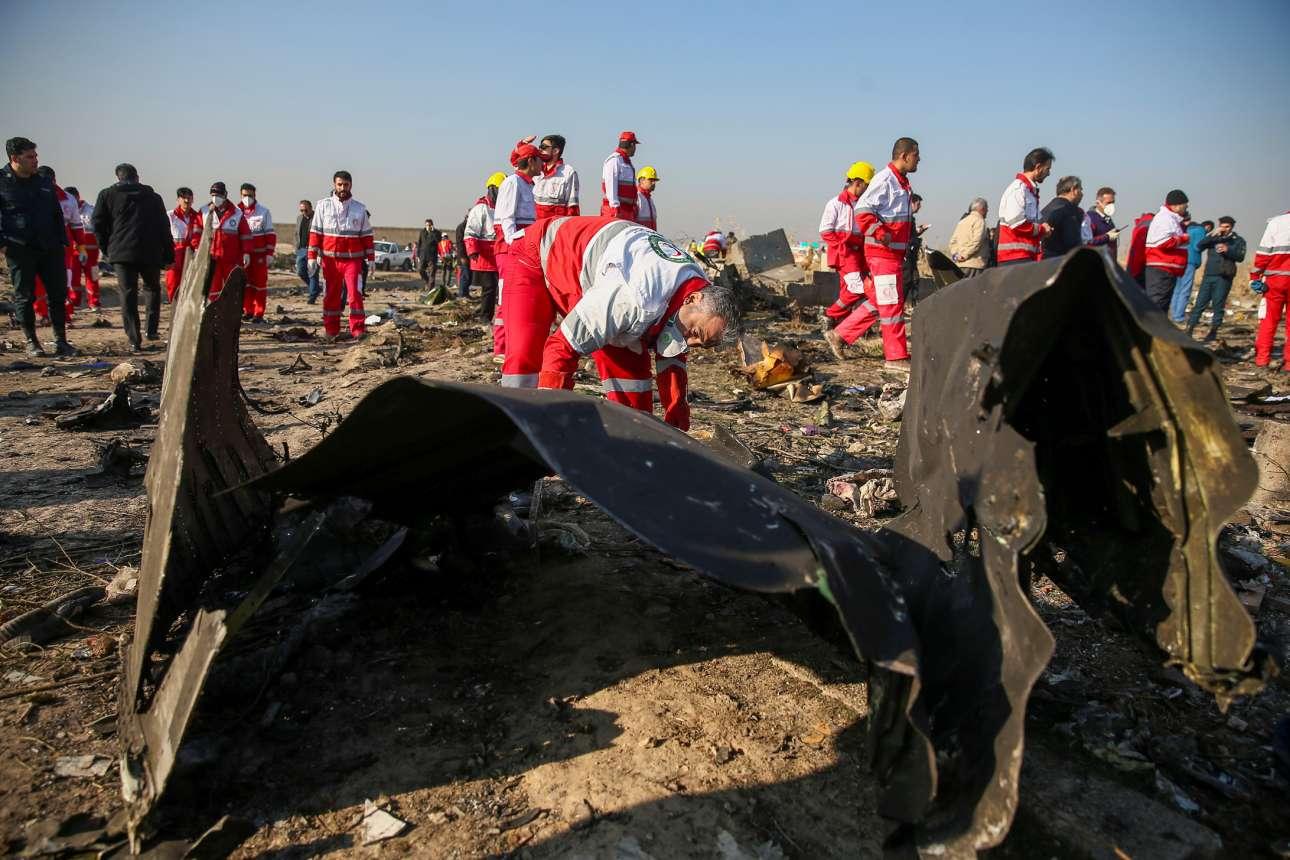 Οι Ιρανοί των συνεργείων διάσωσης ψάχνουν στα συντρίμμια του ουκρανικού αεροπλάνου