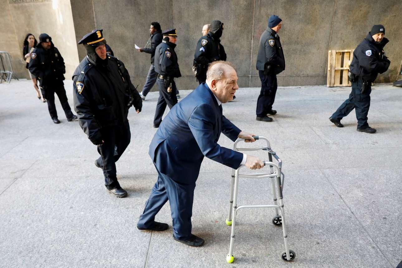 Ο παραγωγός ταινιών Χάρβεϊ Γουάινσταϊν προσέρχεται στο δικαστήριο της Νέας Υόρκης για τη δίκη περί σεξουαλικών επιθέσεων